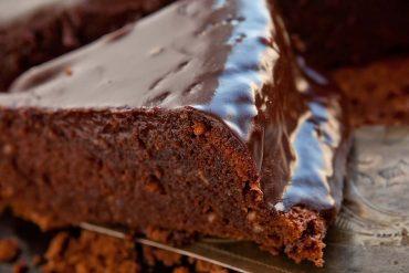 Лесен шоколадов кекс с масло