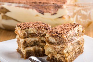 Торта с бишкоти и бисквити (без печене)
